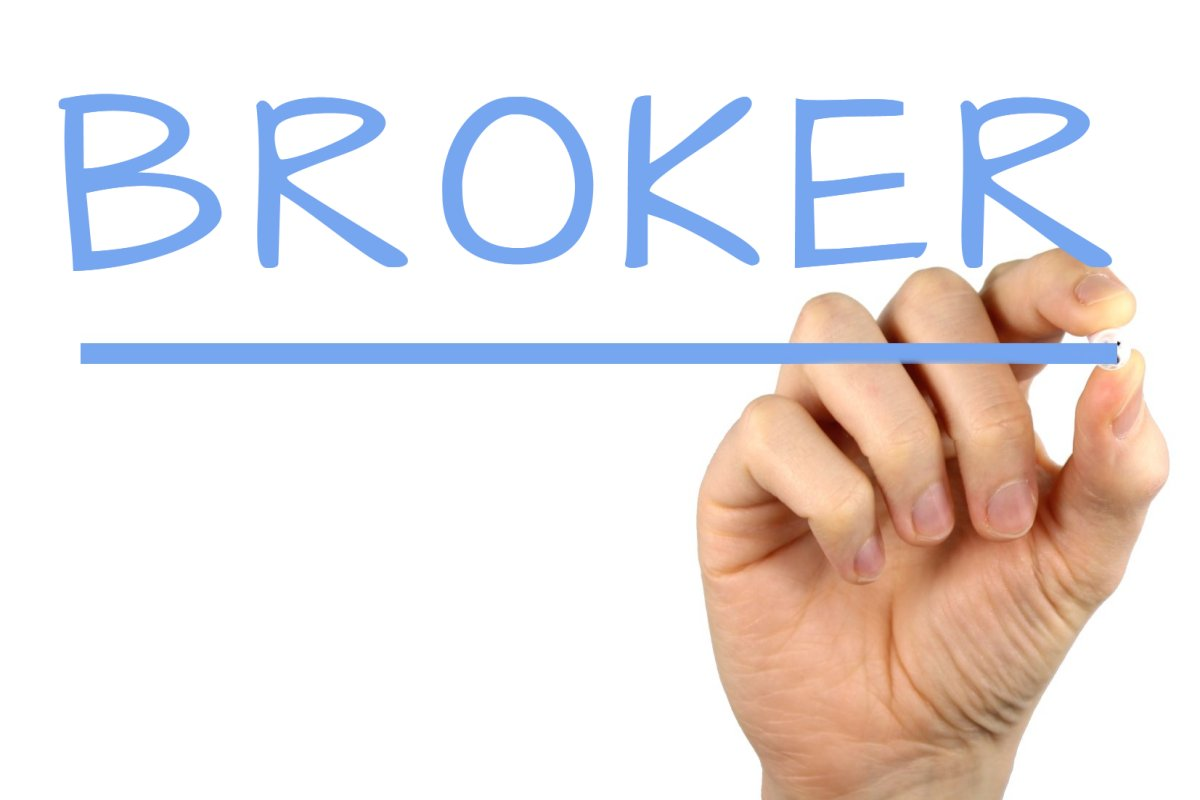 How much does a real estate broker in Bangalore earn per ...